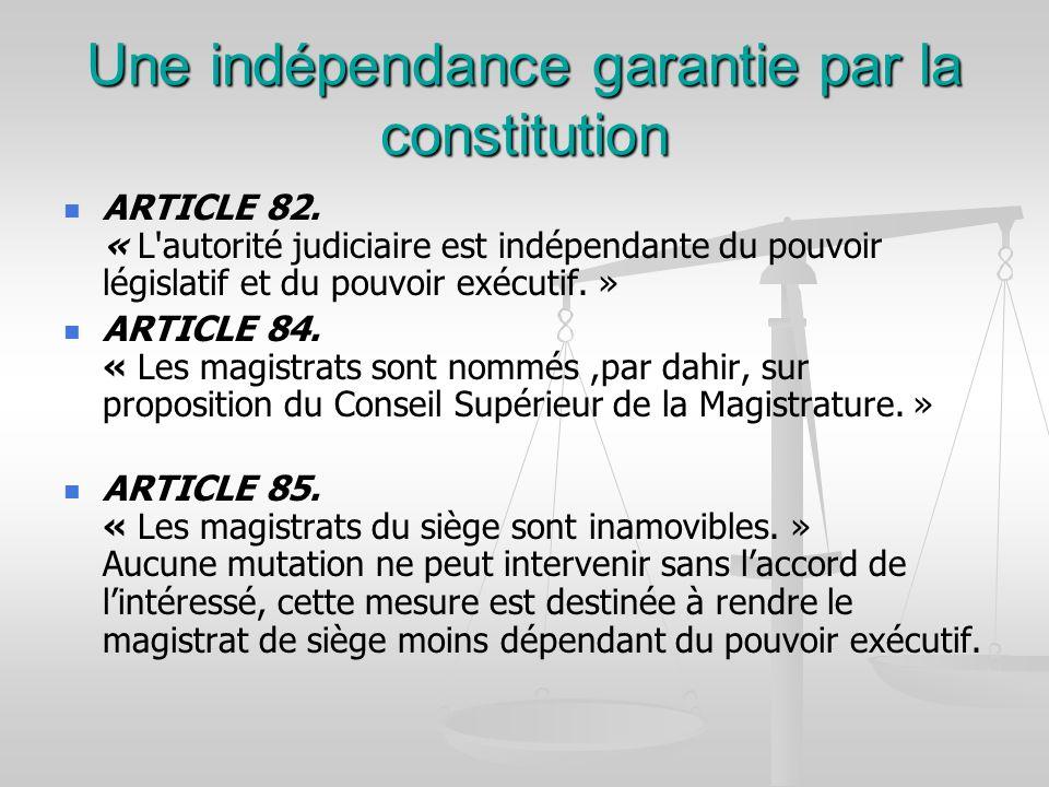 Une indépendance garantie par la constitution