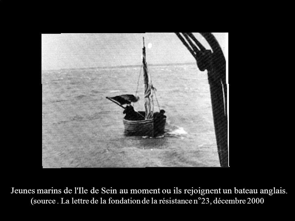 Jeunes marins de l Ile de Sein au moment ou ils rejoignent un bateau anglais.