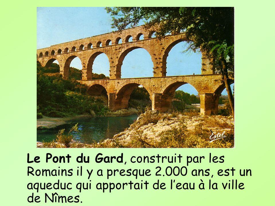 Le Pont du Gard, construit par les Romains il y a presque 2