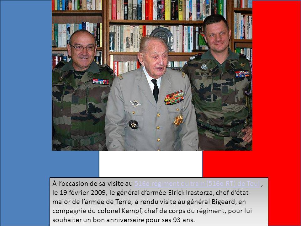 À l'occasion de sa visite au 516e régiment du train (516e RT) de Toul , le 19 février 2009, le général d'armée Elrick Irastorza, chef d'état-major de l'armée de Terre, a rendu visite au général Bigeard, en compagnie du colonel Kempf, chef de corps du régiment, pour lui souhaiter un bon anniversaire pour ses 93 ans.