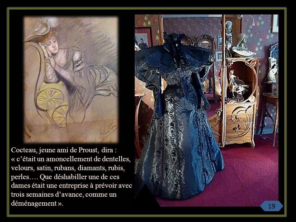 Cocteau, jeune ami de Proust, dira : « c'était un amoncellement de dentelles, velours, satin, rubans, diamants, rubis, perles…. Que déshabiller une de ces dames était une entreprise à prévoir avec trois semaines d'avance, comme un déménagement ».
