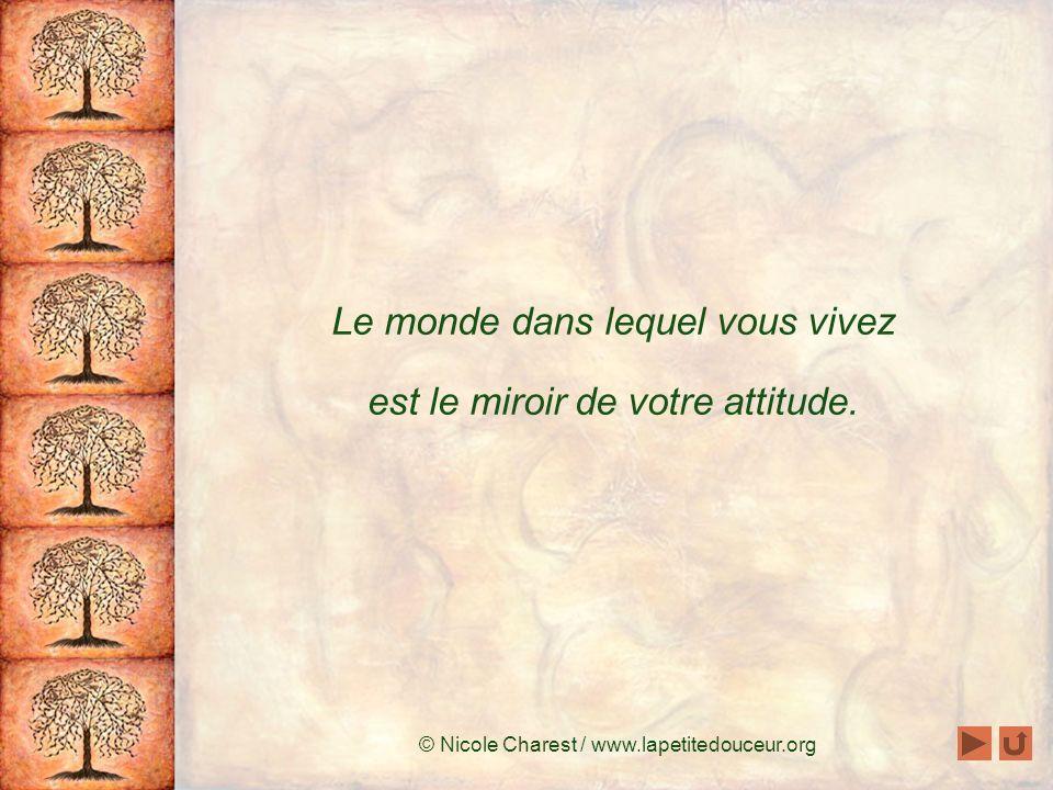Le monde dans lequel vous vivez est le miroir de votre attitude.