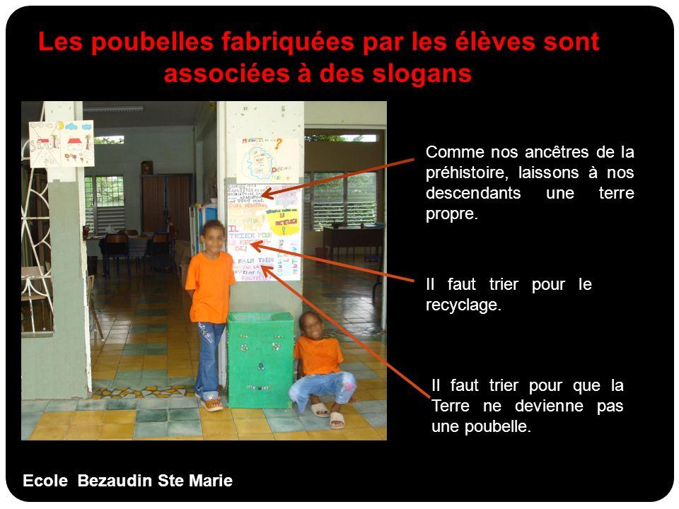 Les poubelles fabriquées par les élèves sont associées à des slogans
