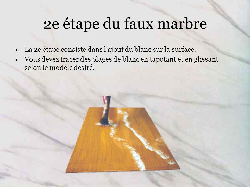 2e étape du faux marbre La 2e étape consiste dans l'ajout du blanc sur la surface.