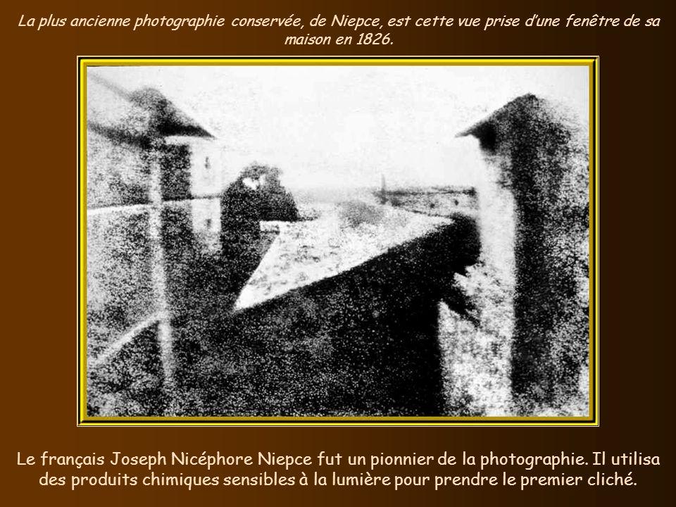 La plus ancienne photographie conservée, de Niepce, est cette vue prise d'une fenêtre de sa maison en 1826.