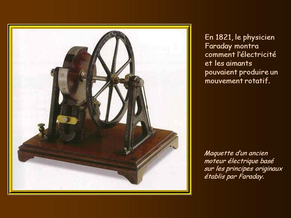 En 1821, le physicien Faraday montra comment l'électricité et les aimants pouvaient produire un mouvement rotatif.