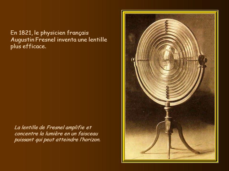 En 1821, le physicien français Augustin Fresnel inventa une lentille plus efficace.