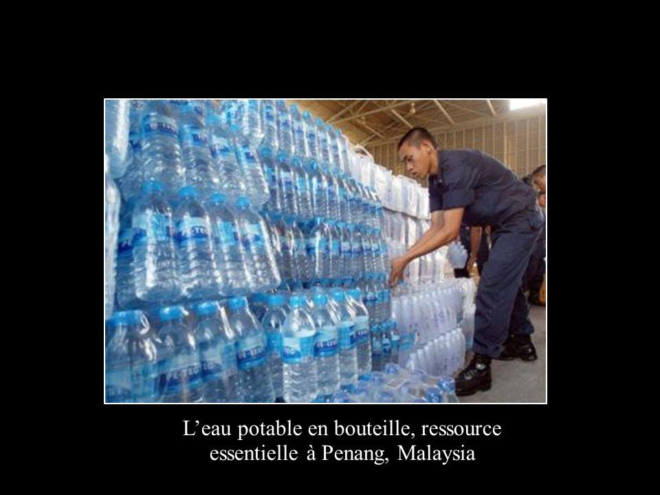 L'eau potable en bouteille, ressource essentielle à Penang, Malaysia