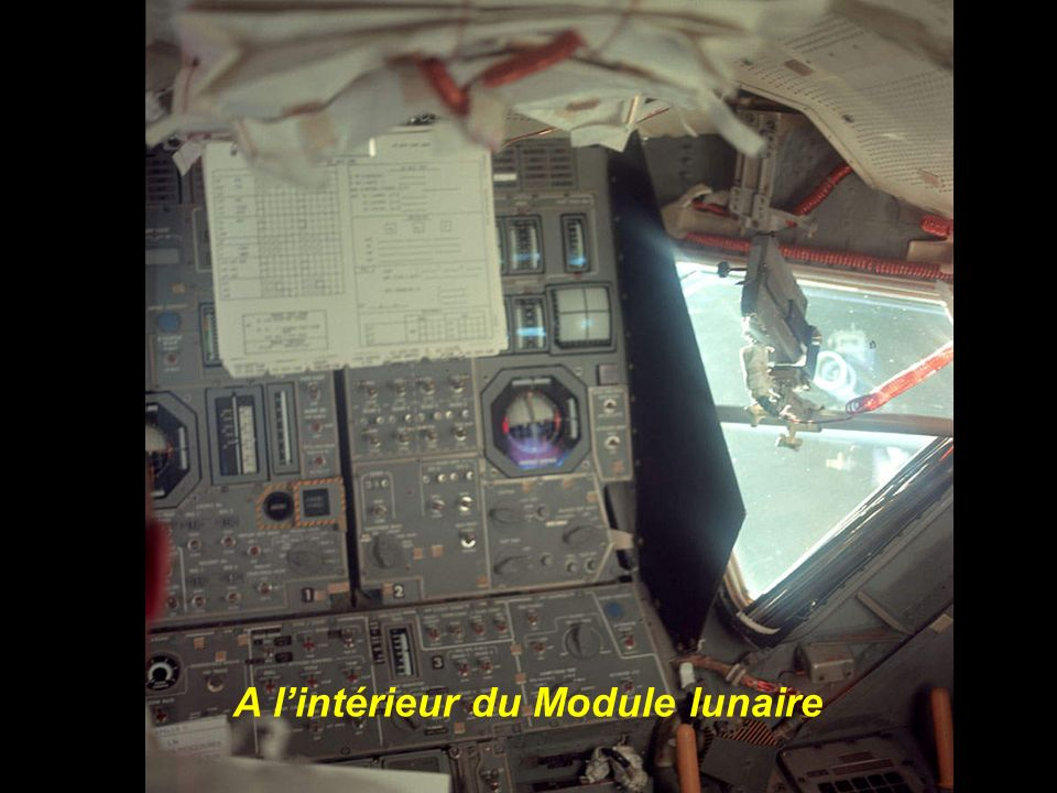A l'intérieur du Module lunaire