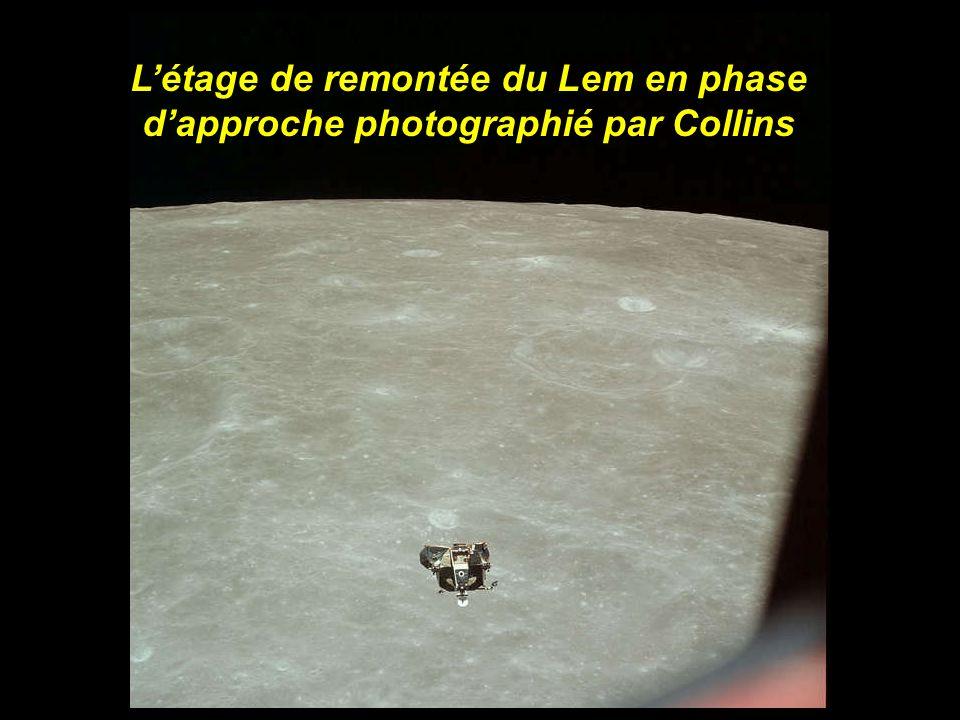 L'étage de remontée du Lem en phase d'approche photographié par Collins