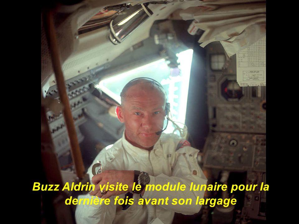 Buzz Aldrin visite le module lunaire pour la dernière fois avant son largage