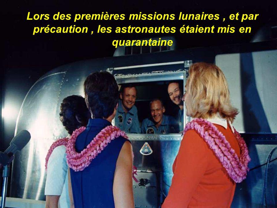 Lors des premières missions lunaires , et par précaution , les astronautes étaient mis en quarantaine