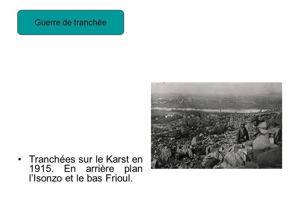 Guerre de tranchée Tranchées sur le Karst en 1915. En arrière plan l'Isonzo et le bas Frioul.