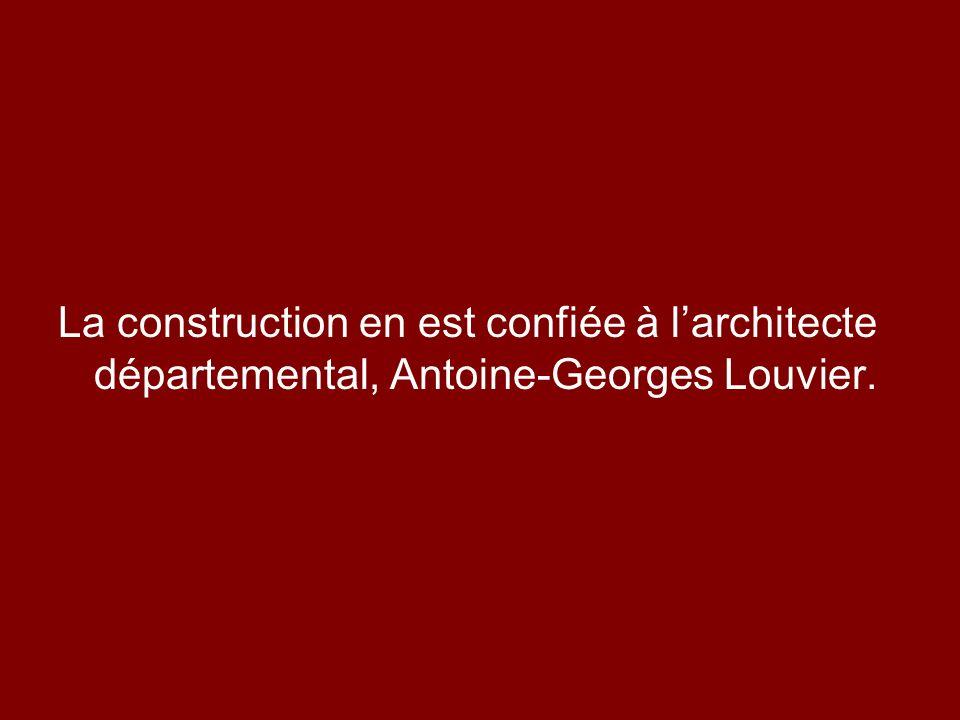 La construction en est confiée à l'architecte départemental, Antoine-Georges Louvier.