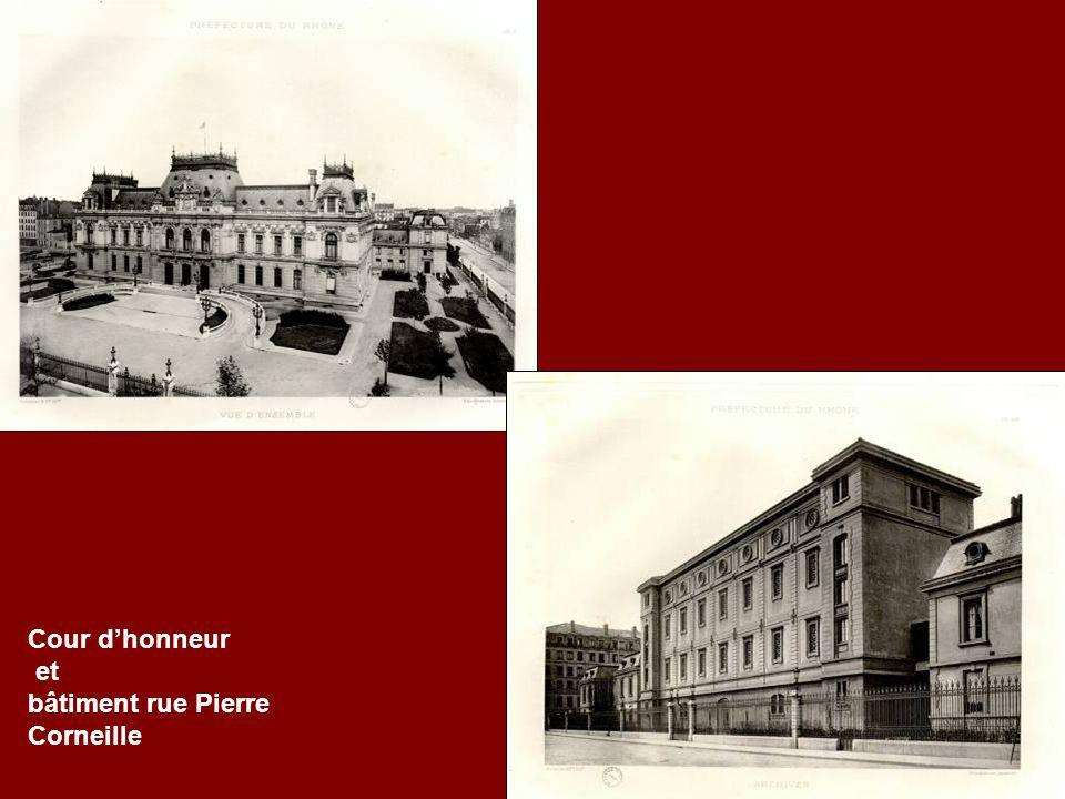 Cour d'honneur et bâtiment rue Pierre Corneille