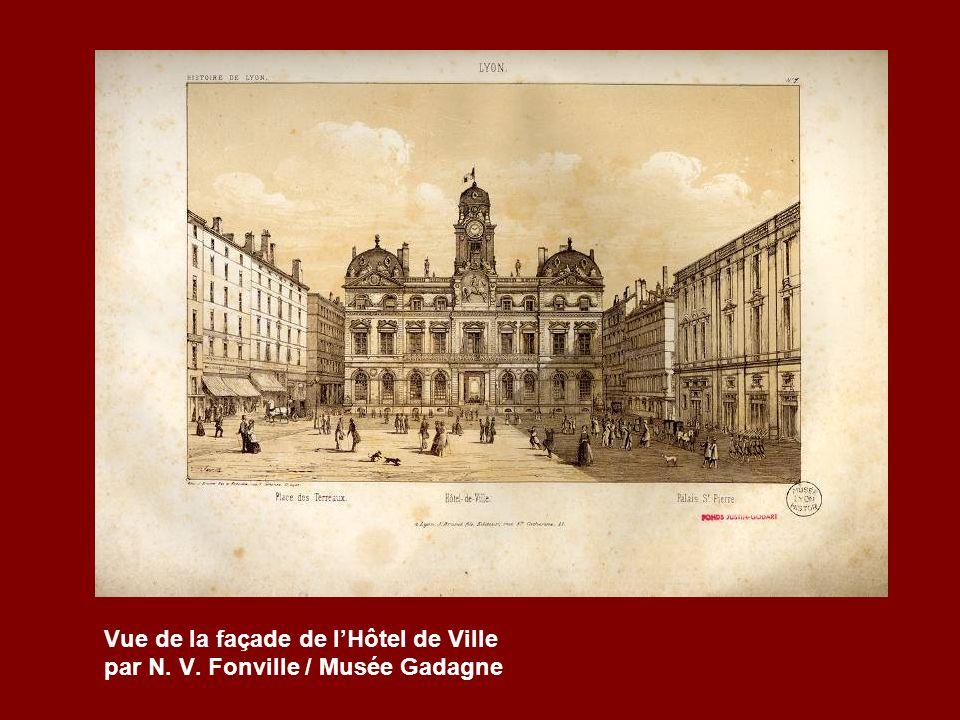 Vue de la façade de l'Hôtel de Ville