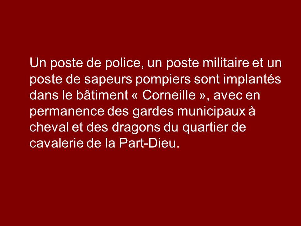 Un poste de police, un poste militaire et un poste de sapeurs pompiers sont implantés dans le bâtiment « Corneille », avec en permanence des gardes municipaux à cheval et des dragons du quartier de cavalerie de la Part-Dieu.