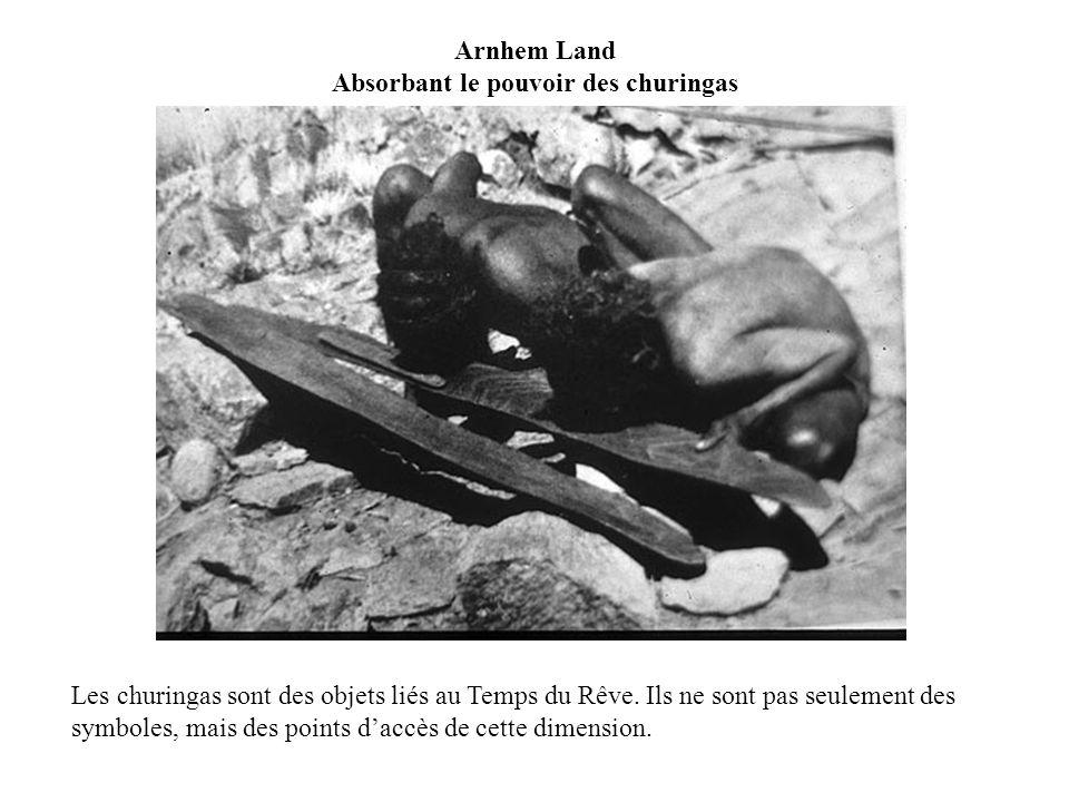 Arnhem Land Absorbant le pouvoir des churingas