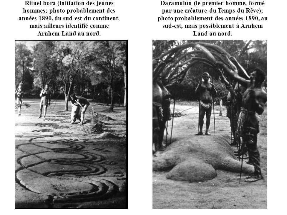 Rituel bora (initiation des jeunes hommes; photo probablement des années 1890, du sud-est du continent, mais ailleurs identifié comme Arnhem Land au nord.