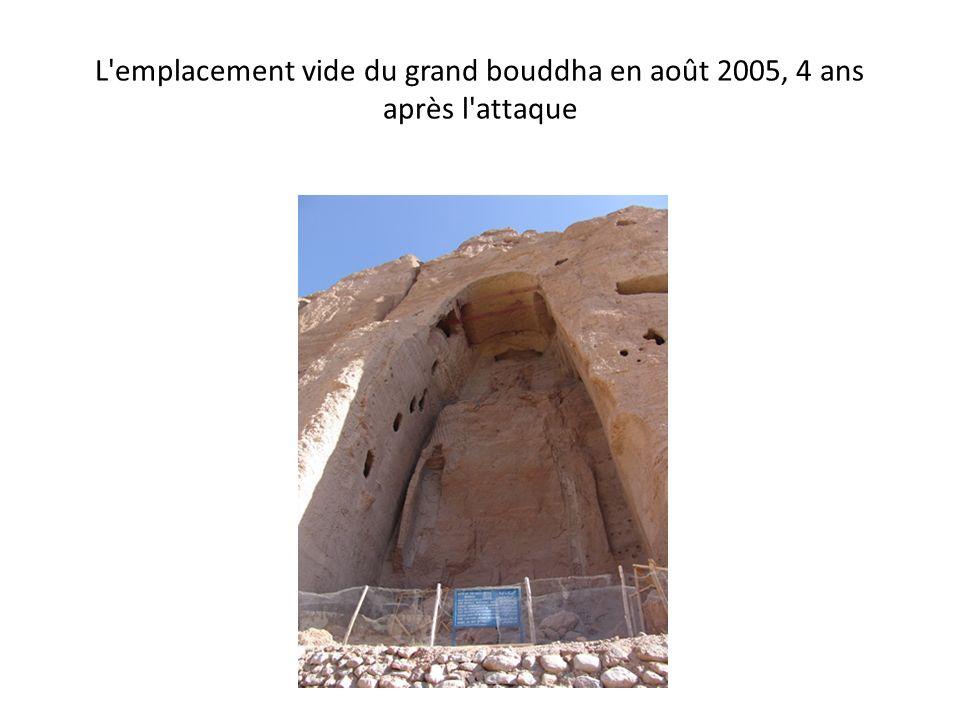 L emplacement vide du grand bouddha en août 2005, 4 ans après l attaque