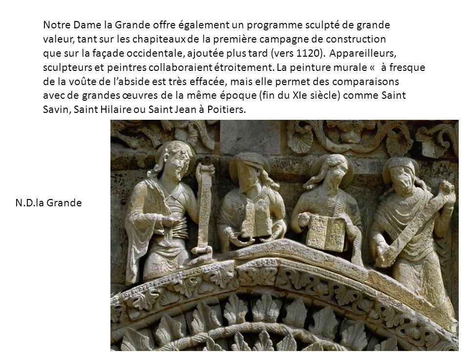 Notre Dame la Grande offre également un programme sculpté de grande