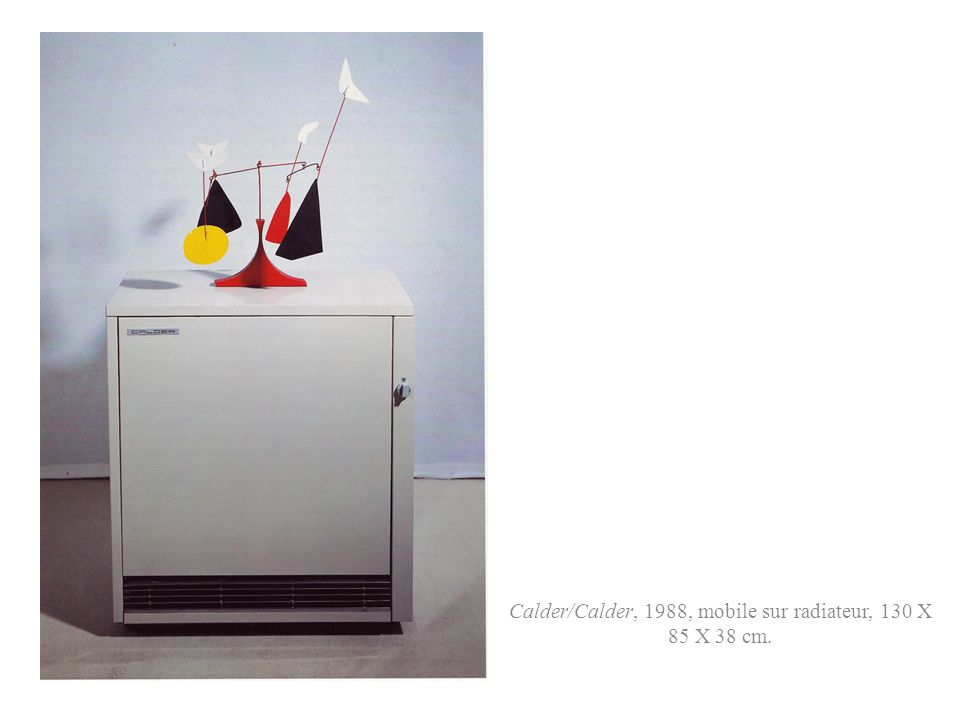 Calder/Calder, 1988, mobile sur radiateur, 130 X 85 X 38 cm.
