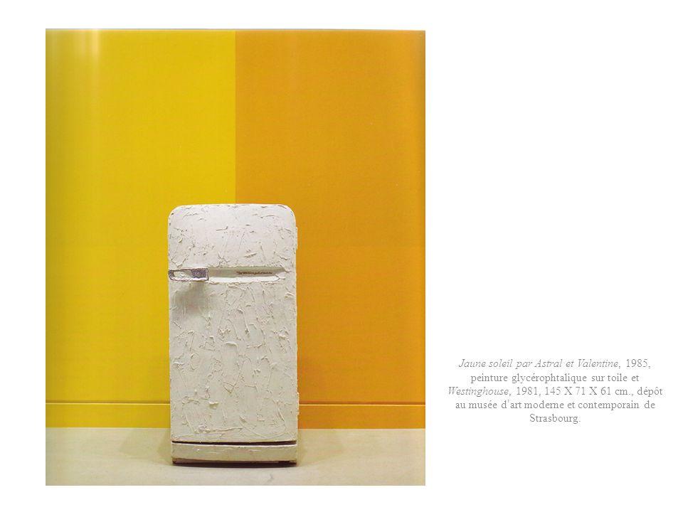 Jaune soleil par Astral et Valentine, 1985, peinture glycérophtalique sur toile et Westinghouse, 1981, 145 X 71 X 61 cm., dépôt au musée d'art moderne et contemporain de Strasbourg.