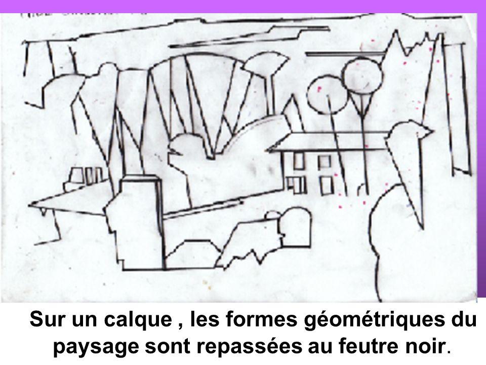Sur un calque , les formes géométriques du paysage sont repassées au feutre noir.