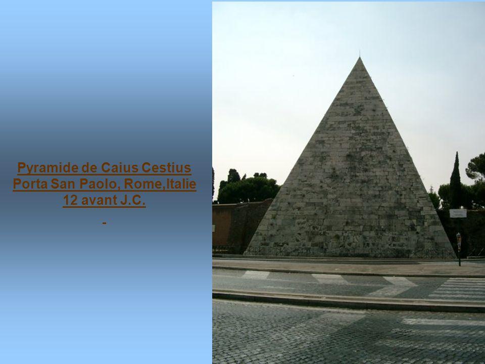 Pyramide de Caius Cestius Porta San Paolo, Rome,Italie