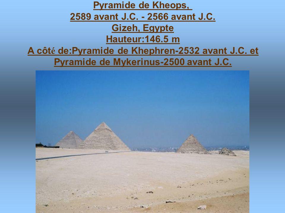 A côté de:Pyramide de Khephren-2532 avant J.C. et