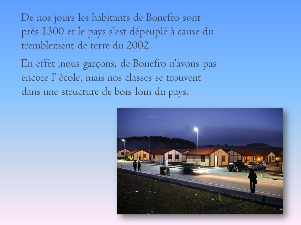 De nos jours les habitants de Bonefro sont prés 1300 et le pays s'est dépeuplé à cause du tremblement de terre du 2002.