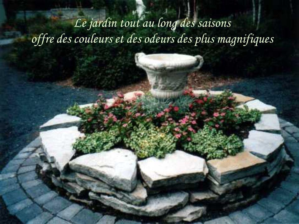 Le jardin tout au long des saisons offre des couleurs et des odeurs des plus magnifiques