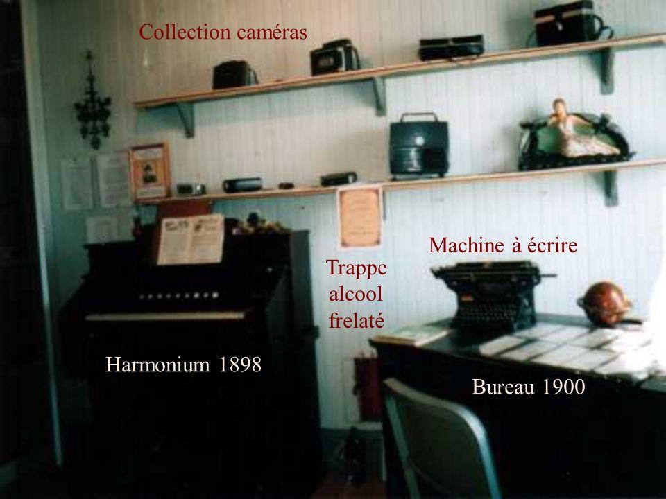 Collection caméras Machine à écrire Trappe alcool frelaté Harmonium 1898 Bureau 1900