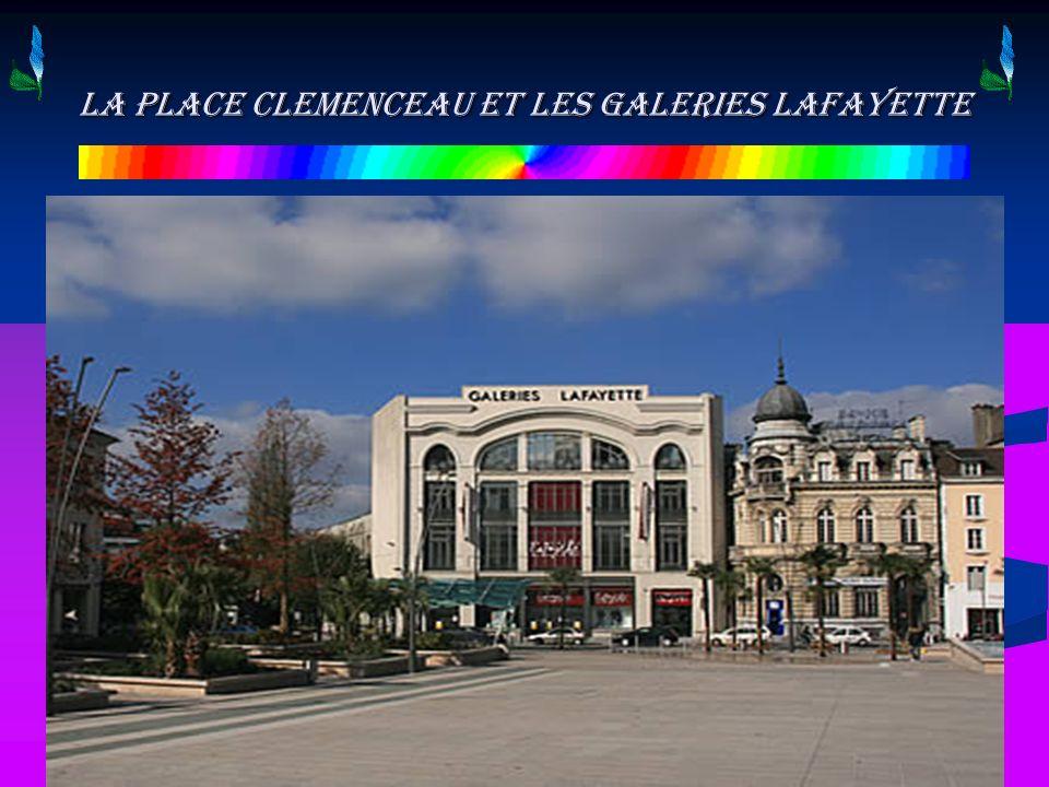 La place Clemenceau et les Galeries Lafayette