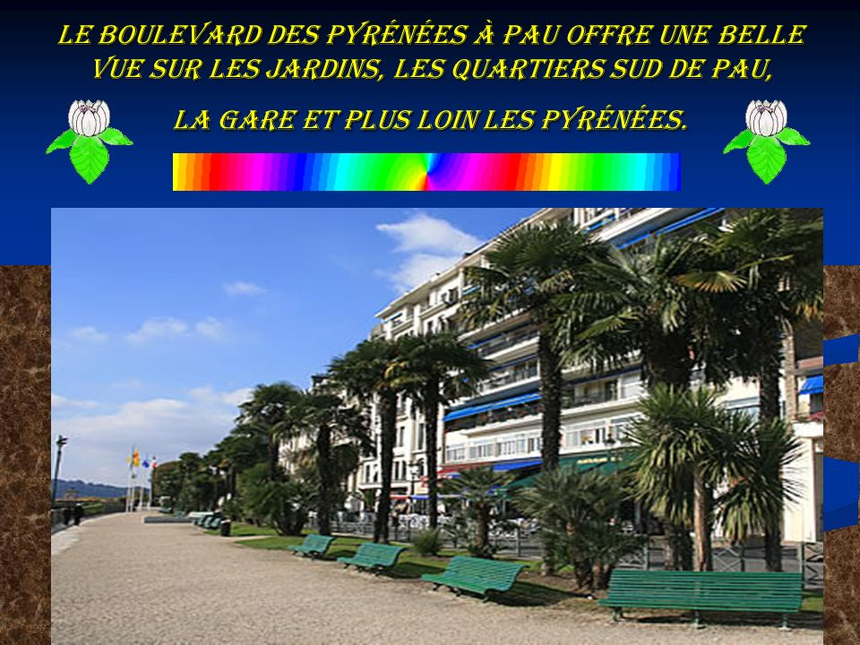 le Boulevard des Pyrénées à Pau offre une belle vue sur les jardins, les quartiers sud de Pau, la gare et plus loin les Pyrénées.