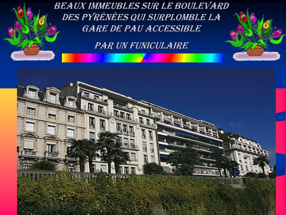 Beaux immeubles sur le Boulevard des Pyrénées qui surplomble la Gare de Pau accessible par un funiculaire