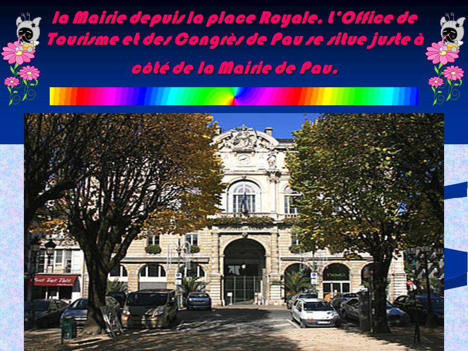la Mairie depuis la place Royale