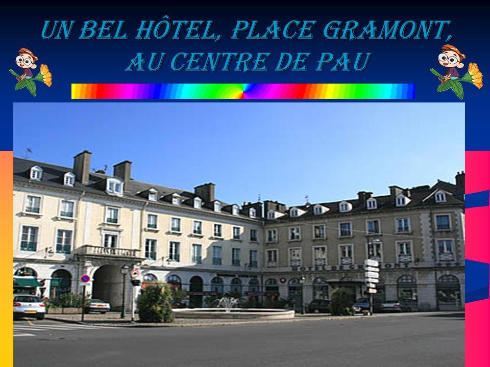 Un bel hôtel, Place Gramont, au centre de Pau
