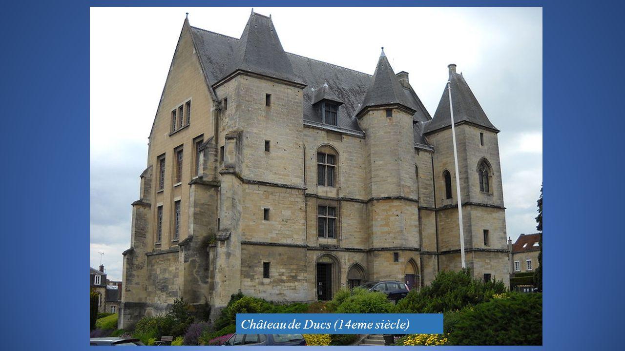 Château de Ducs (14eme siècle)