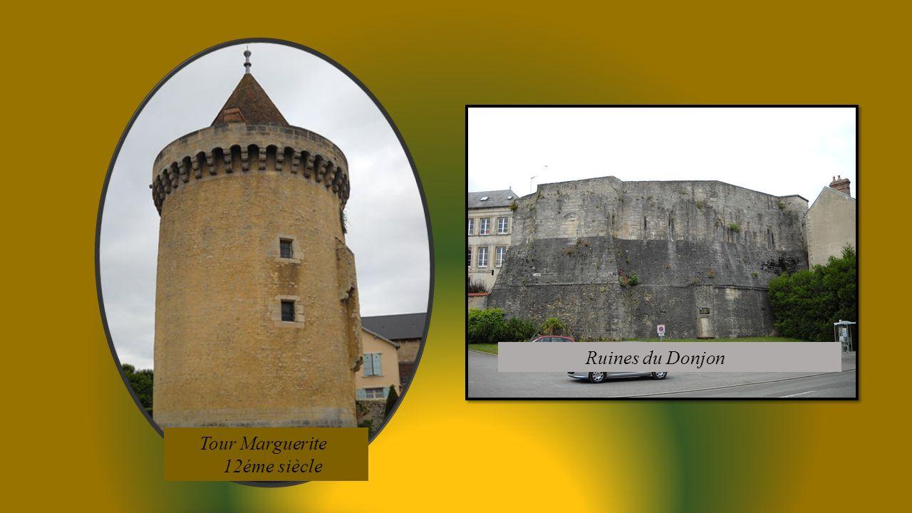 Ruines du Donjon Tour Marguerite 12éme siècle