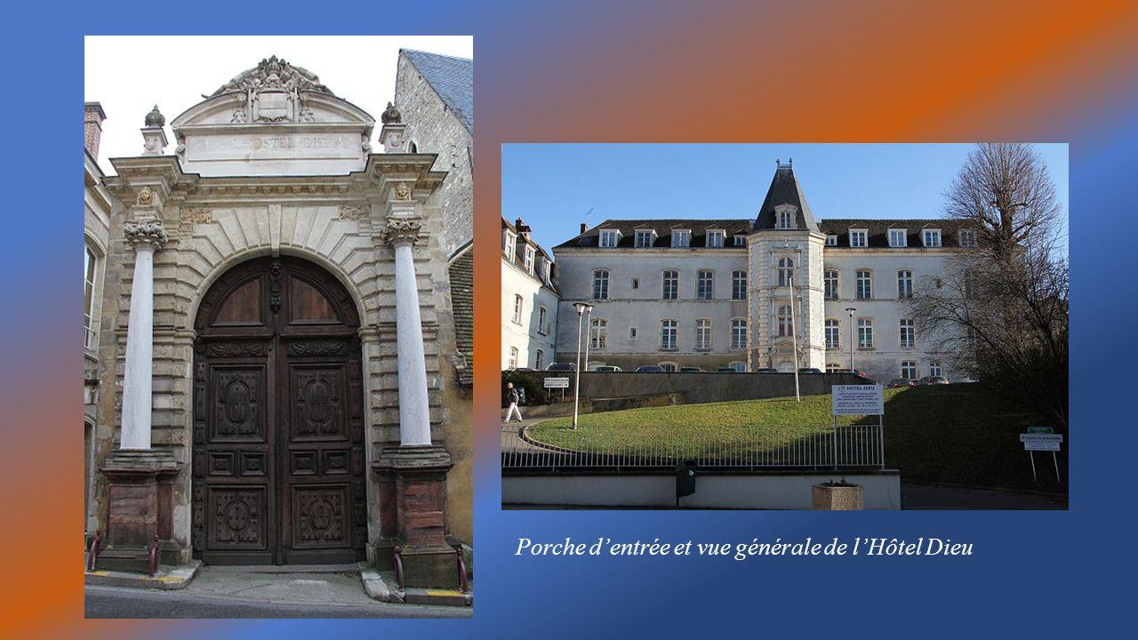 Porche d'entrée et vue générale de l'Hôtel Dieu