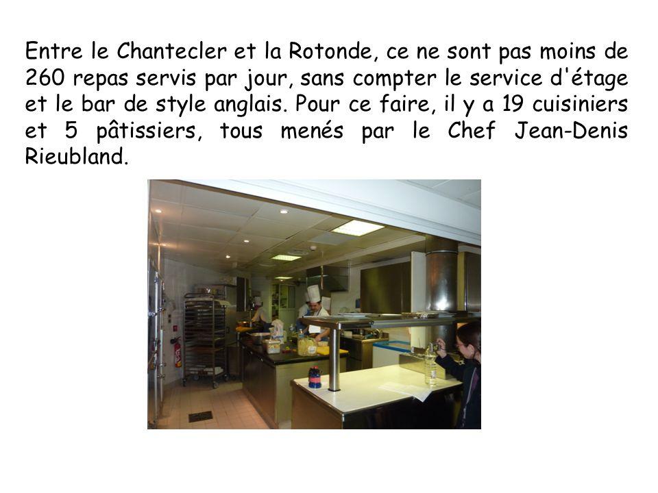 Entre le Chantecler et la Rotonde, ce ne sont pas moins de 260 repas servis par jour, sans compter le service d étage et le bar de style anglais.