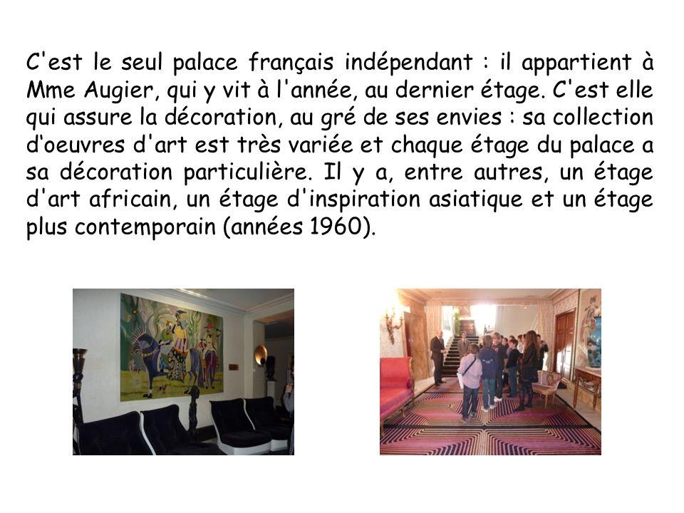 C est le seul palace français indépendant : il appartient à Mme Augier, qui y vit à l année, au dernier étage.