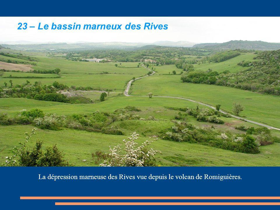 La dépression marneuse des Rives vue depuis le volcan de Romiguières.