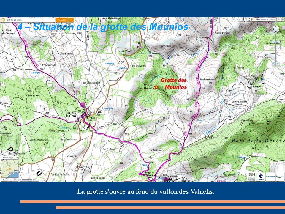 La grotte s ouvre au fond du vallon des Valachs.