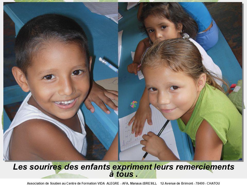 Les sourires des enfants expriment leurs remerciements