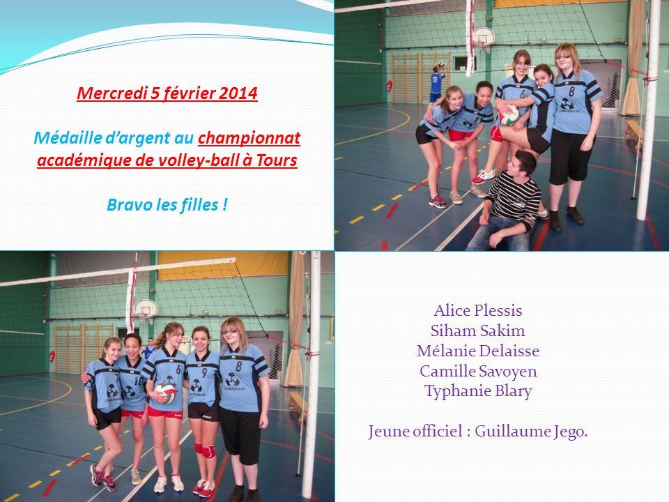 Médaille d'argent au championnat académique de volley-ball à Tours