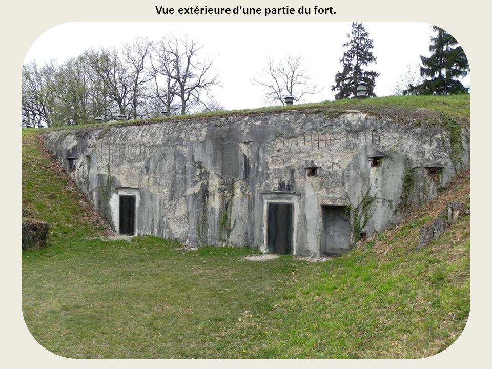 Vue extérieure d une partie du fort.