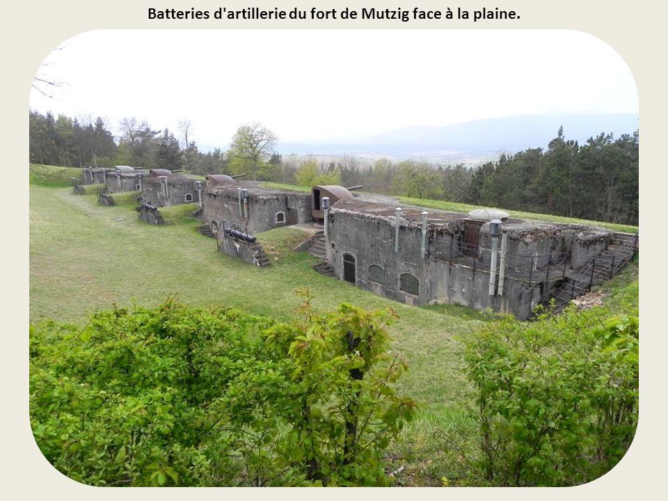 Batteries d artillerie du fort de Mutzig face à la plaine.