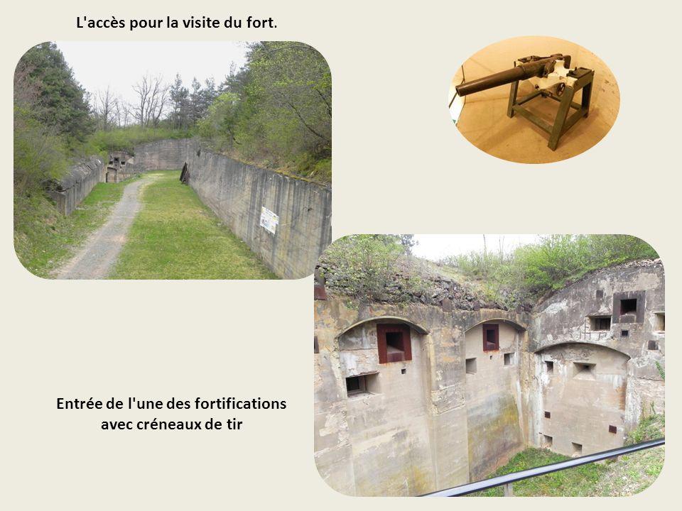 Entrée de l une des fortifications avec créneaux de tir